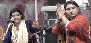 jyoti and sultana nooran clapping and singing on stage