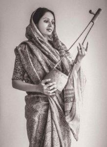 Women carrying the Ektara