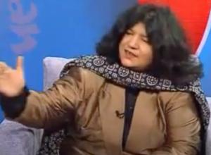 Abida Parveen wearing brown frock