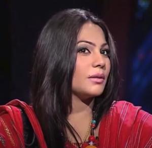 sanam marvi wearing red dupatta